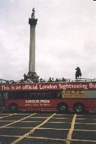 Двухэтажный автобус на Трафальгарской площади